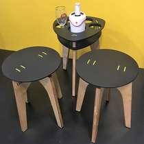 Mesa petisqueira com dois bancos - Madeira - Preto / Amarelo